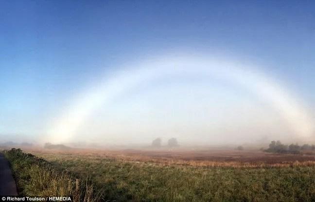 Très rare, un arc-en-ciel blanc a été observé la semaine dernière à Dumfries, au sud-ouest de l'Écosse.