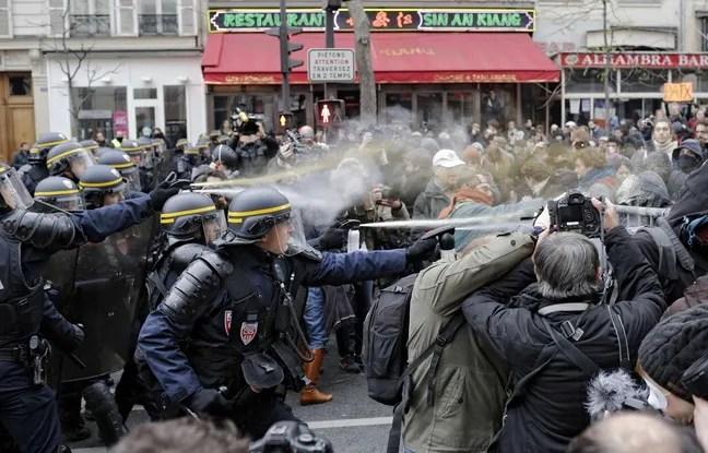 Échauffourées entre les forces de l'ordre et les manifestants dimanche 29 novembre 2015, place de la République à Paris.