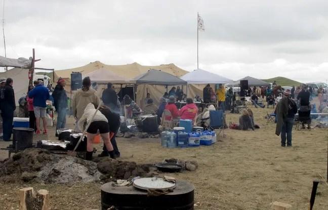 Des tribus amérindiennes protestent contre la construction d'un pipeline dans le Dakota du Nord.