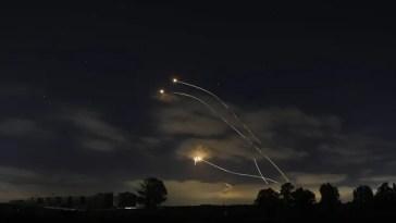 Le bilan dépasse les 100 morts à Gaza, Washington «profondément préoccupé par la violence dans les rues d'Israël»