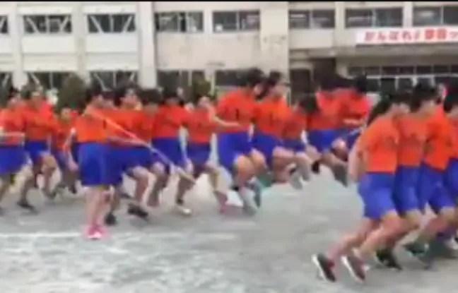 Les collégiens japonais font partie d'une association sportive entièrement dédiée à la corde à sauter.