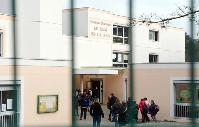 Des enfants et parents a l'entree de l'ecole elementaire du Mas De La Raz.<br /> Villefontaine : un directeur d'ecole soupconne de viols sur des eleves. Le directeur d'une ecole primaire de la commune nord-iseroise de Villefontaine, souponne de viols sur mineurs, a ete interpelle et place en garde a vue.<br /> Credit:ALLILI MOURAD/SIPA