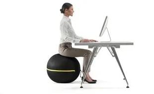 la position assise devient sportive avec les ballons de bureau