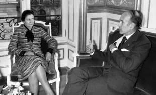 Valéry Giscard d'Estaing et Simone Veil le 29 novembre 1974 après l'adoption par l'Assemblée de la loi légalisant l'IVG.