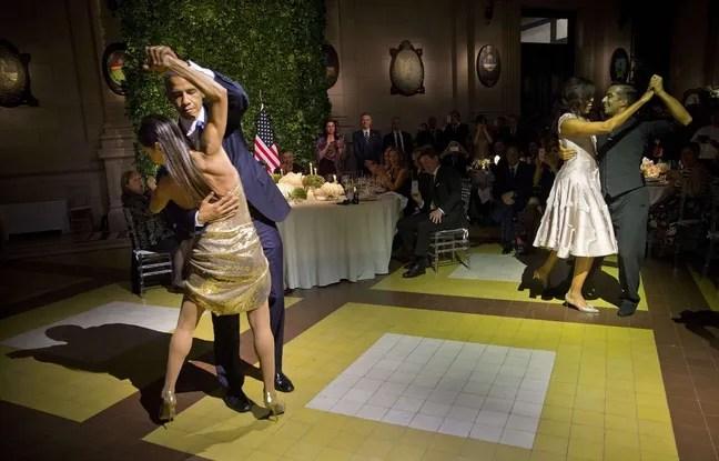 Barack Obama dans les bras de la danseuse argentine Mara Godoy.