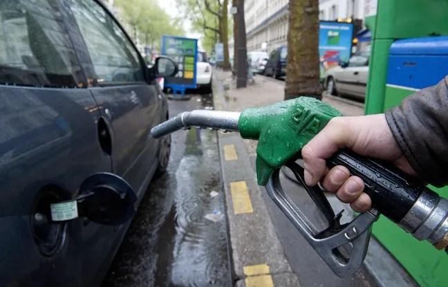 Le 17 avril 2012. Illustration d'une pompe à essence. // PHOTO : V. WARTNER / 20 MINUTES