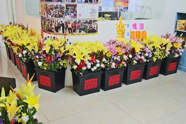 2013-11-04高雄橋頭四面佛信眾祝壽鮮花