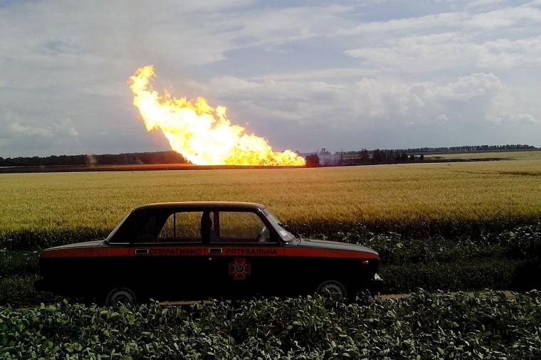 Lángoló gázvezeték Ukrajnában - AFP PHOTO / URKAINIAN EMERGENCY PRESS