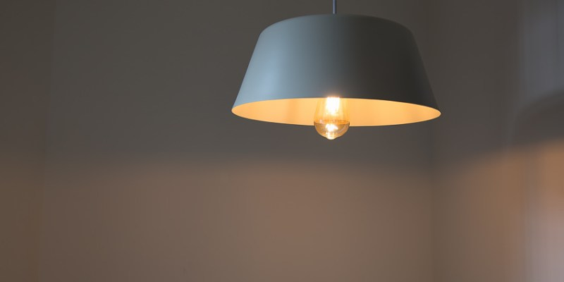 【燈具開箱】舒服好看的北歐風,點綴家中的一小角-梯形小飛碟吊燈~TML愛媛家居