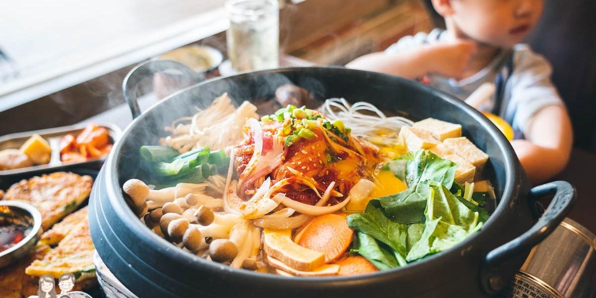 【台南美食】冬天就是要吃韓國辣壽喜燒!台南韓式料理-瑪西達韓式料理,聚餐的好地方~(也有很多素食餐點唷)