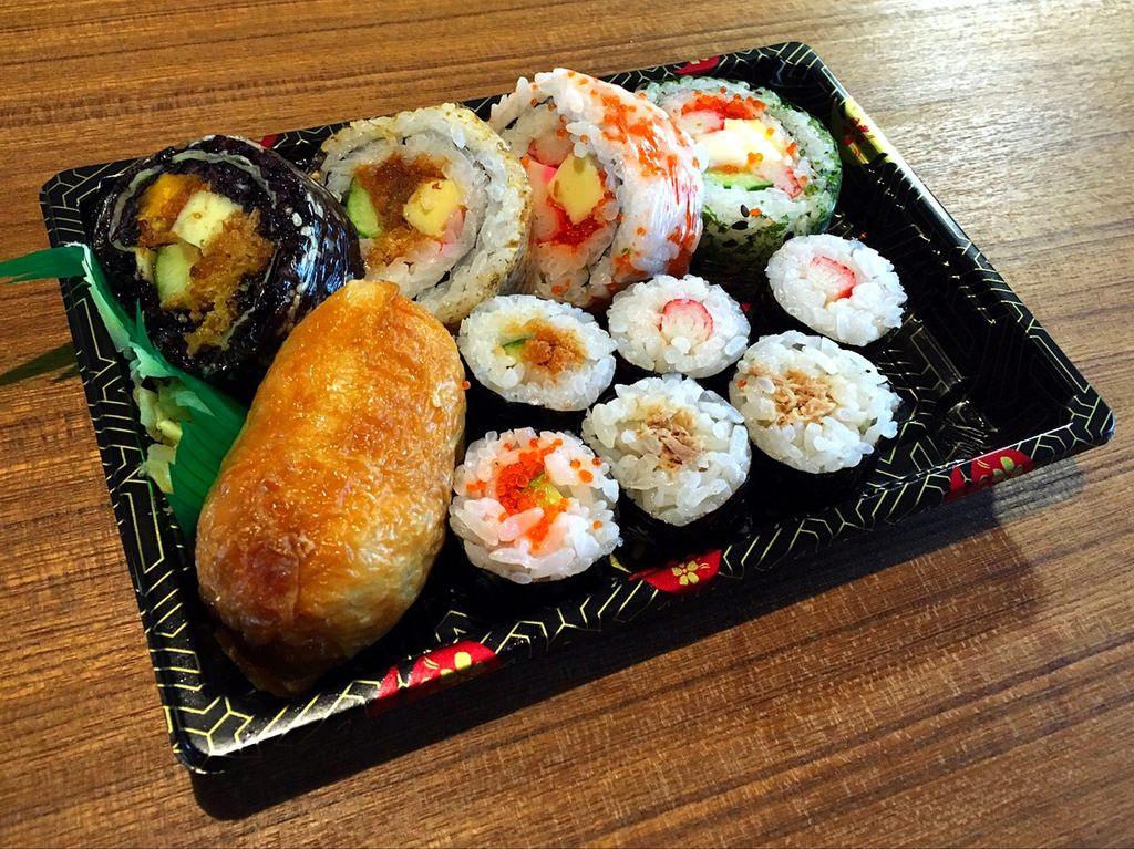 [臺南東區] 鳳壽司 - 五顏六色的超華麗日本壽司外帶店 - 臺南阿青的部落格