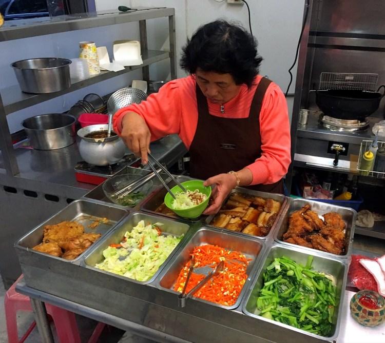 [台南美食] 香緣樓美食餐館 – 有著各式美味料理跟超強肉燥飯的溫暖小館