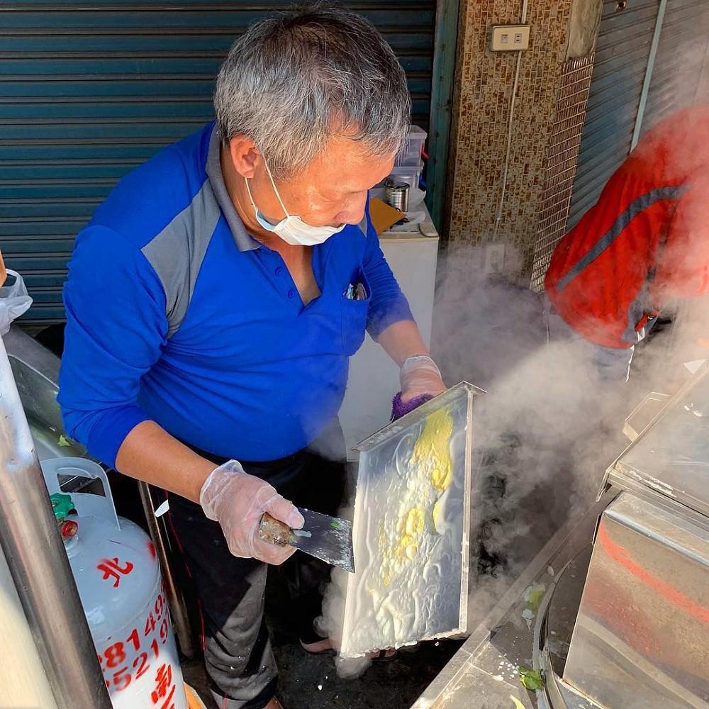 [臺南美食] 吳記廣式腸粉 - 沒想到攤子也能吃到道地廣式腸粉! - 臺南阿青的部落格