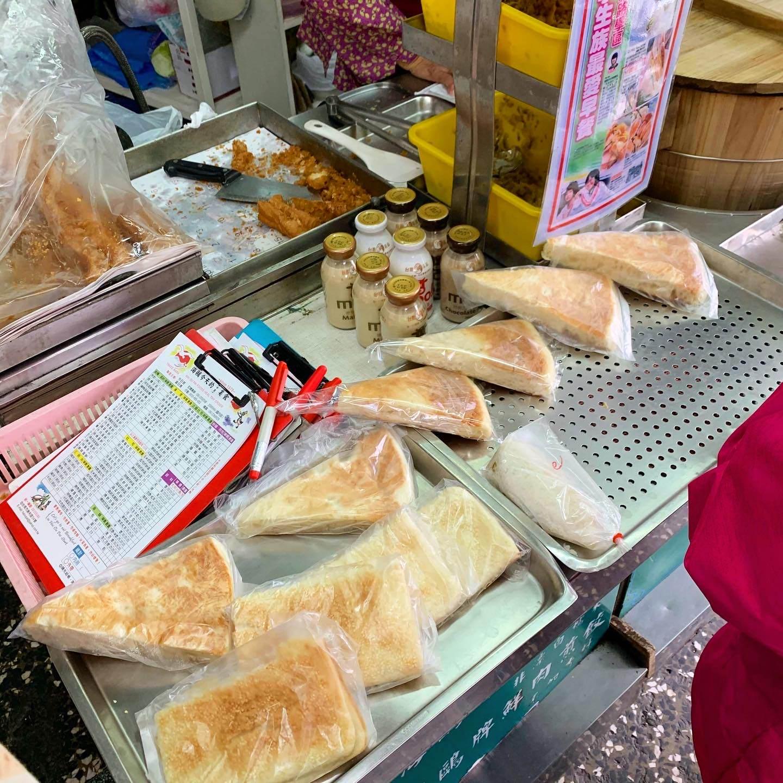 [臺南美食] 海鷗牌餐飲城 - 總是滿滿的人潮的超老牌早餐店! - 臺南阿青的部落格