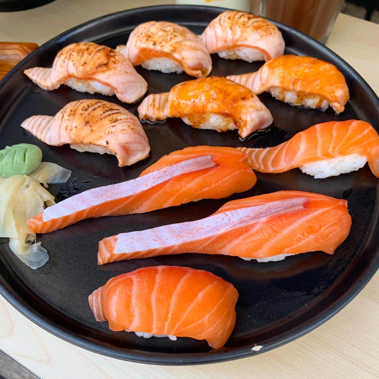 [臺南美食] 正興x吃吧! - 巨大鮭魚握壽司只要$20還有臉盆大鍋燒意麵! - 臺北阿青的部落格