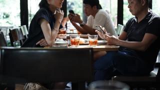 約會時請女生吃黑白切、玩手遊,錯了嗎?