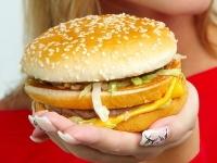 筋トレをすれば、食べたいものを我慢する必要もなくなる。ストレスなくダイエットできるので、結果長続きする