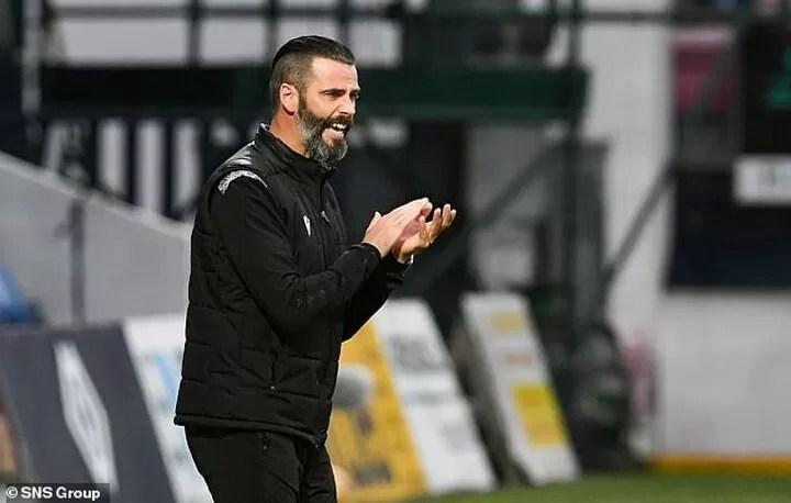 De Gea left shocked by how much Ross County boss Kettlewell looks like him 5
