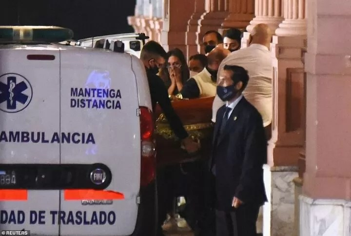 Diego Maradona's coffin arrives at Argentinian president's mansion 2