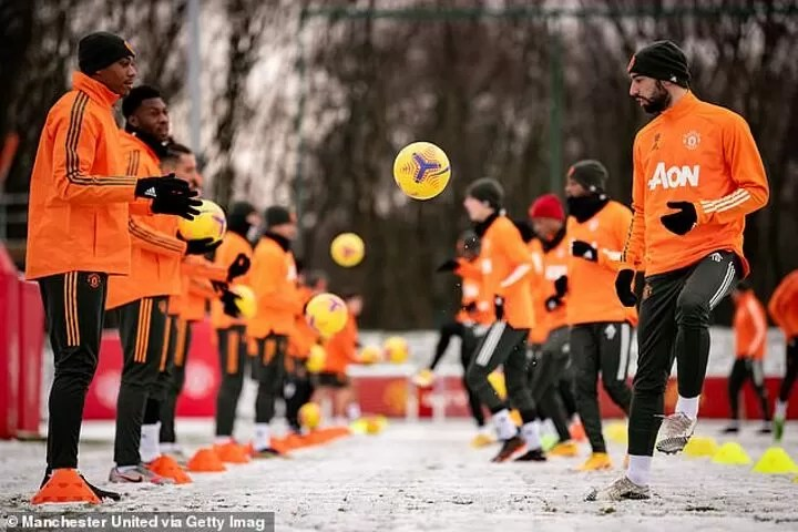 PHOTOS: Manchester United stars train in the snow 2