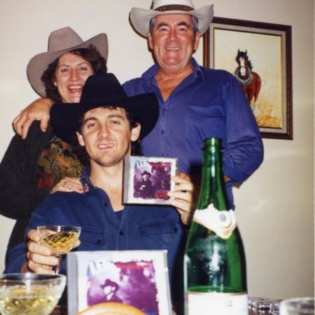 lee kernaghan with his parents