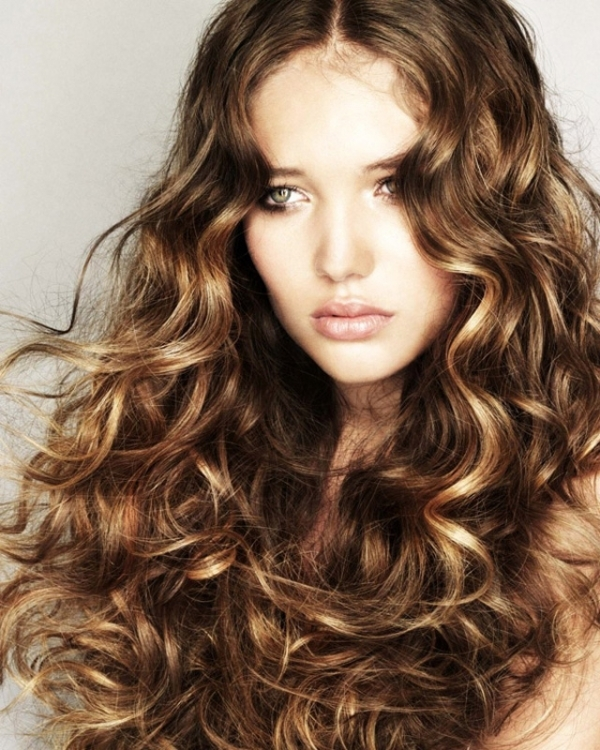 7 Super Cute Curly Hairstyles For Fall That You've Got To Try