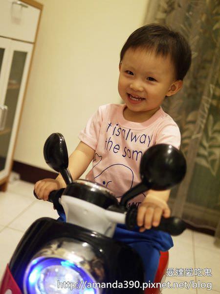 【育兒開箱】米奇電動機車。2歲小屁孩也可輕鬆駕馭的高CP值好物!網購開箱|電動車|玩具開箱