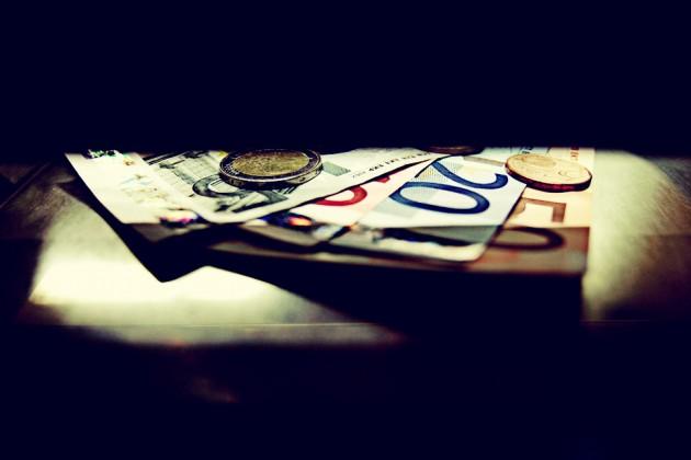 ΕΙΚΟΝΑ - Ευρώ Κατάργηση εγγυήσεων για τις καταθέσεις