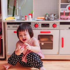 Kid Kraft Play Kitchen Slim Storage 育兒 德國hape木質玩具 媽媽寶寶一起瘋玩的小廚房跟積木們 Angel S 我身邊有蠻多孩子同齡的媽媽朋友 比我會買的大有人在