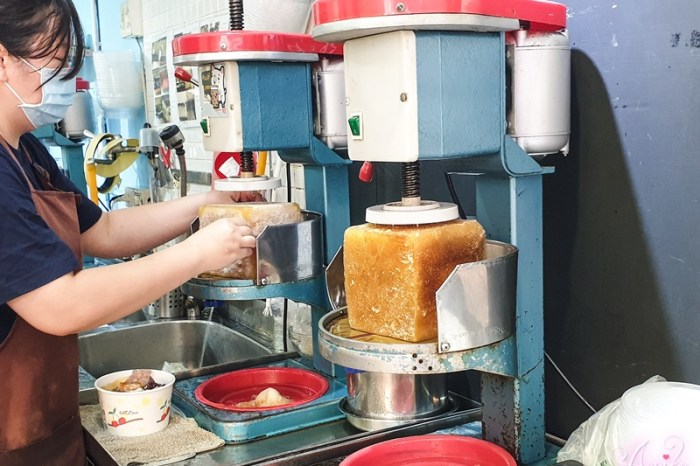 【台北美食】黑岩古早味黑砂糖刨冰。行天宮美食推薦!日本雜誌採訪報導~使用整塊沖繩黑糖冰磚