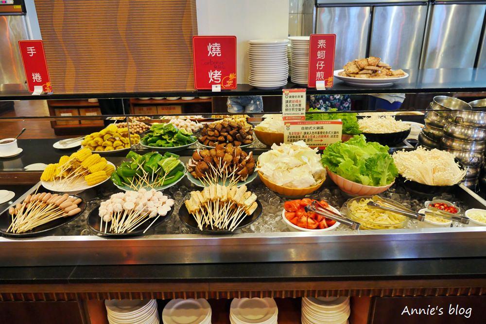 臺南美食 ║活佛歐式素食餐廳║ 鍋物燒烤熱食甜點 美味素食吃到飽 - 安妮的天空
