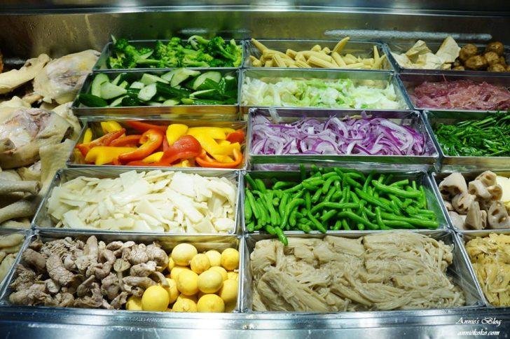 20180915205006 59 - [板橋美食] 一毛不拔鹽水雞 煙燻雞 80元20種蔬菜滷味夾好夾滿 晚來吃不到喔