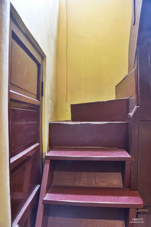 [大稻埕 樓梯好陡steepstairs] 城市裡的二樓咖啡館 乘載著舊時光的老屋 內有萌系店犬陳英俊 - 安妮的天空