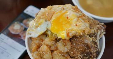 [基隆美食 天天鮮排骨飯] 連基隆在地人都強推的便當店 肉蛋堆疊像山一樣高 爆漿半熟蛋很可以