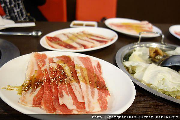 【台中】八集屋日式無煙燒肉;整個就是拼粗飽的一餐。