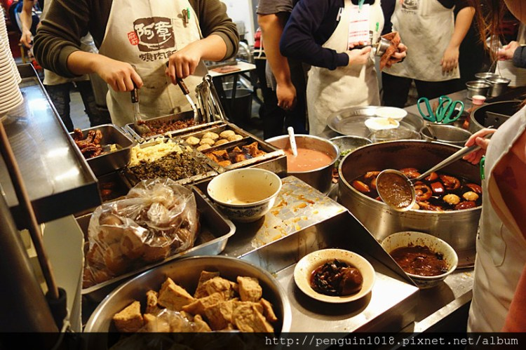 阿章爌肉飯筒仔米糕 | 彰化市爌肉飯,縣政府旁知名排隊名店,超人氣深夜美食,彰化必吃小吃之一。