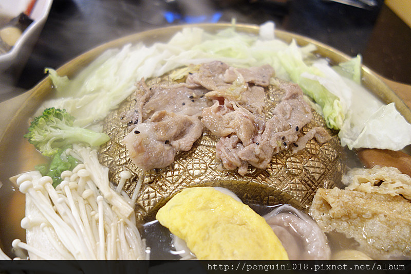 虎尾三喜屋日式涮涮鍋 | 虎尾科大附近美食,銅盤烤肉醃肉好吃,湯頭越煮越甘甜。