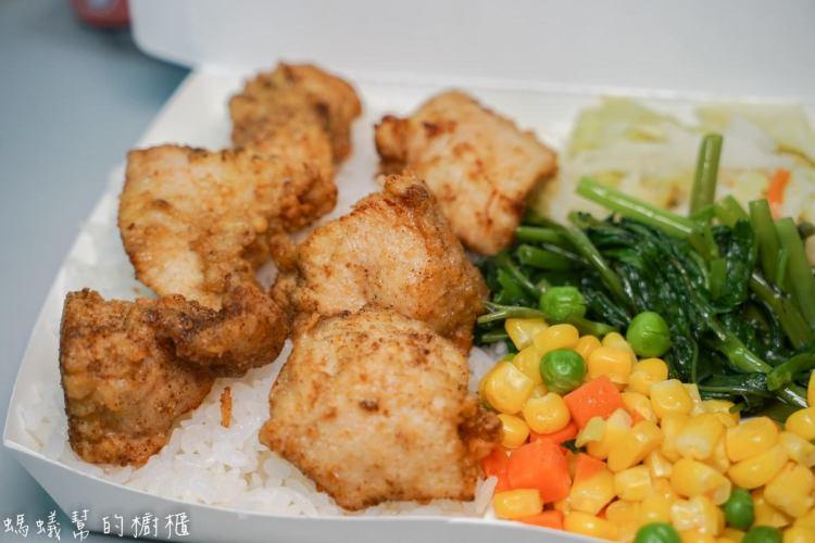 員林食在排骨飯 | 員林小資族晚餐首選,溫體排骨便當、鮮嫩炸雞塊便當只要60元。