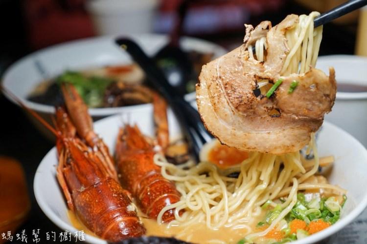 海老麵場公園場 | 台中海味拉麵推薦!深夜級強棒美食,品嚐Q彈小龍蝦跟炙燒叉燒口感。