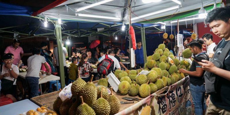 馬來西亞沙巴亞庇天橋榴槤街夜市   馬來西亞必吃貓山王榴槤、本土榴槤、山竹、紅毛丹,大啖特色水果。