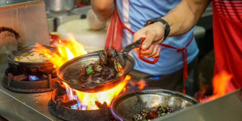 沙巴亞庇大德古早味肉骨茶 | 亞庇市區特殊乾肉骨茶,搭配肉骨茶湯超滿足!沙巴亞庇美食推薦。
