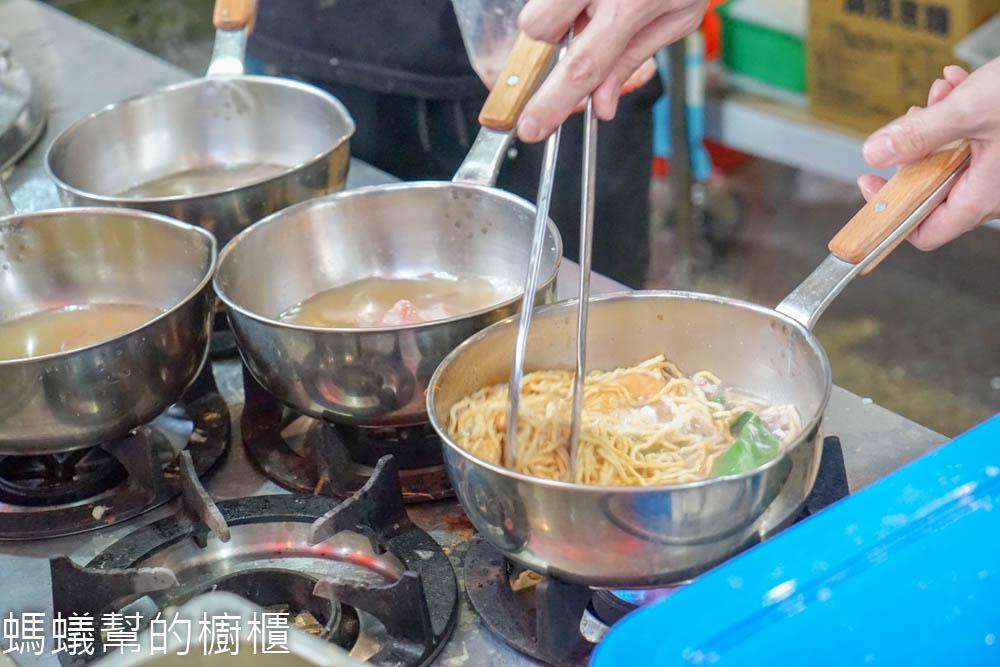 粥公麵婆   彰化市鍋燒麵系列,大骨蔬菜熬煮湯頭,自然健康風味,特色剝皮辣椒鍋燒更是值得一嚐。