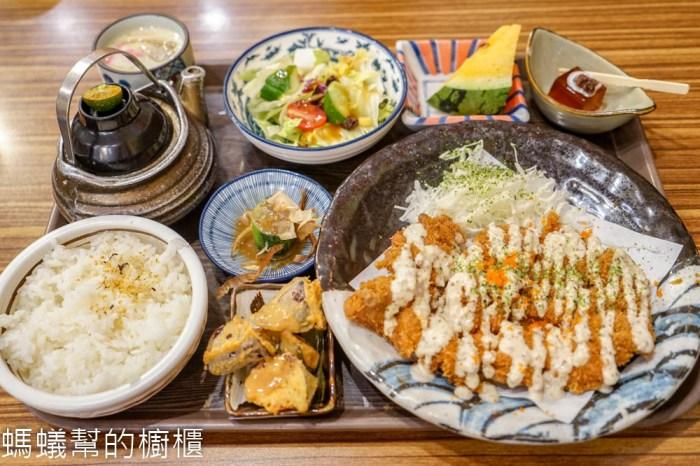 狐狸工頭 | 彰化市日式定食,人氣日式定食店,特色豬排定食系列,假日常常需要排隊。