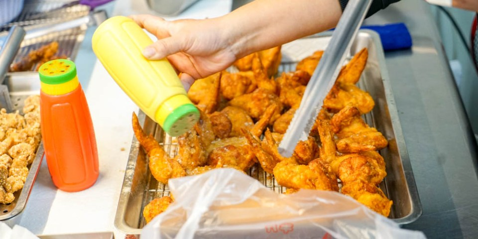 和美雞翅王 | 超人氣雞翅小吃,許多人一帶就是10支,大片雞排只要55元,和美美食推薦。