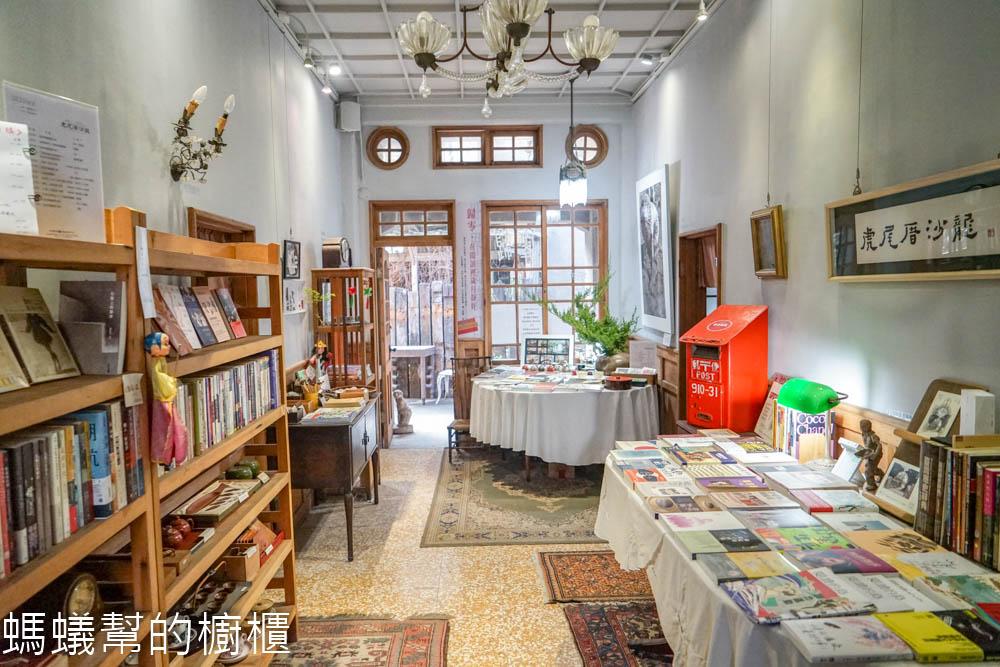 虎尾厝沙龍   雲林虎尾巷子裡老屋書店寶庫,書香、茶點、咖啡,沉浸優雅氣氛裡。