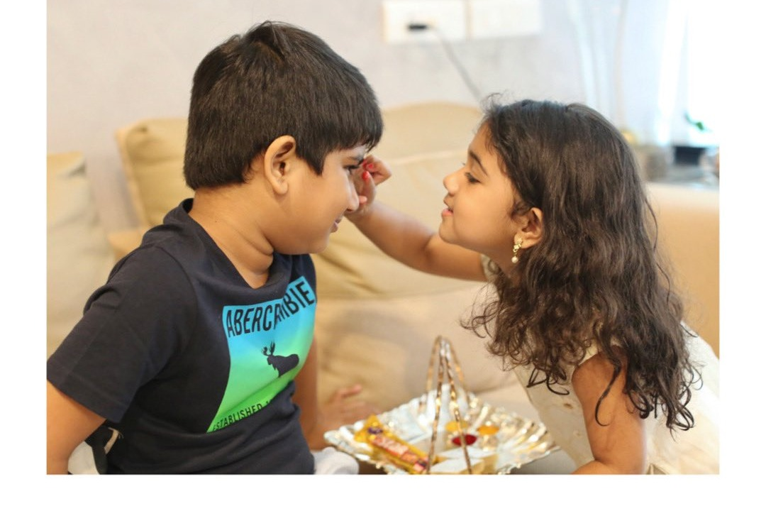 arha ties rakhi to ayaan