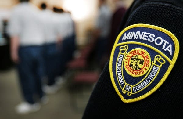 Minnesota correctional officers of color were barred from guarding #GeorgeFloyd killer #Chauvin