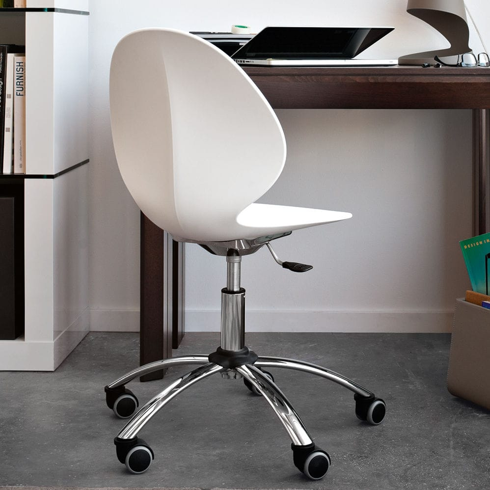 swivel chair em portugues lumbar office contemporary on casters adjustable basil by mr smith studio