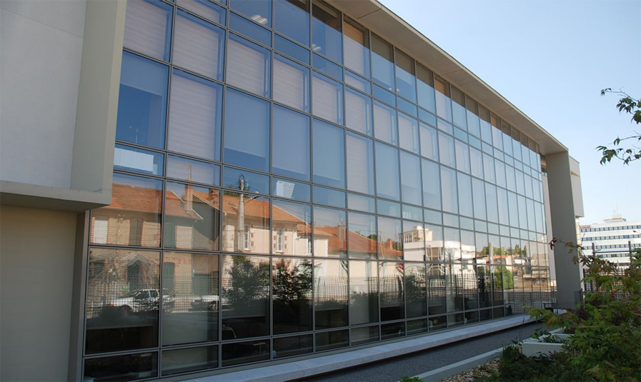 Spandrel curtain wall / aluminum and glass / with integrated insulation / high-resistance - UNIVERS® - INSTALLUX