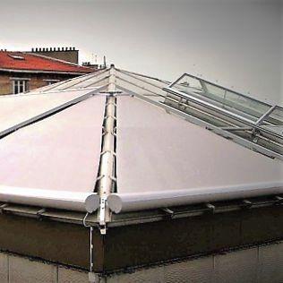 Le tende paravento da esterno sono l'ideale laddove si cerca privacy e protezione dal vento. Tenda Da Sole A Rullo Con Cassonetto Tende Inclinate Solaris Tende Srl In Tela In Pvc Da Esterno